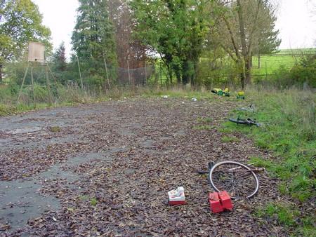 kurt na zahrade a trosky techniky